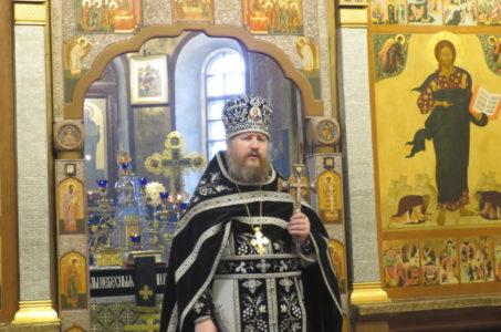 Наместник монастыря совершил первую в году Литургию Преждеосвященных Даров